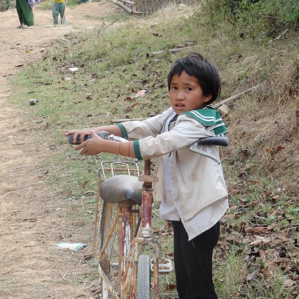 Peut être un peu grand le vélo ? Lors du trek