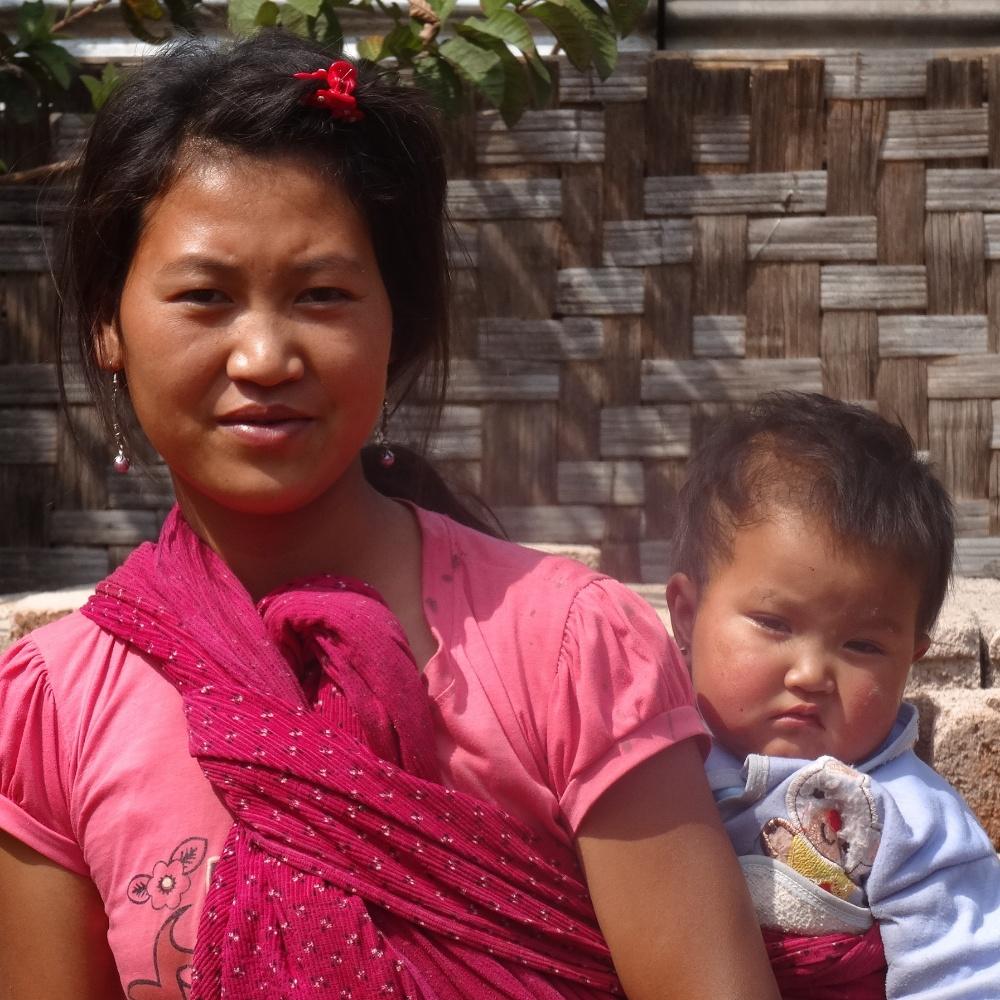 Une autre maman pendant le trek
